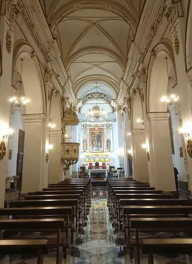interno chiesa madre maria santissima assunta a monterosso