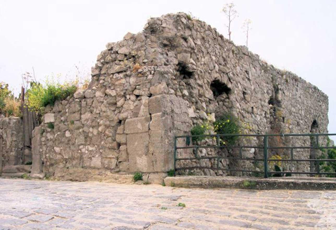 i resti del palazzo salamone a sutera