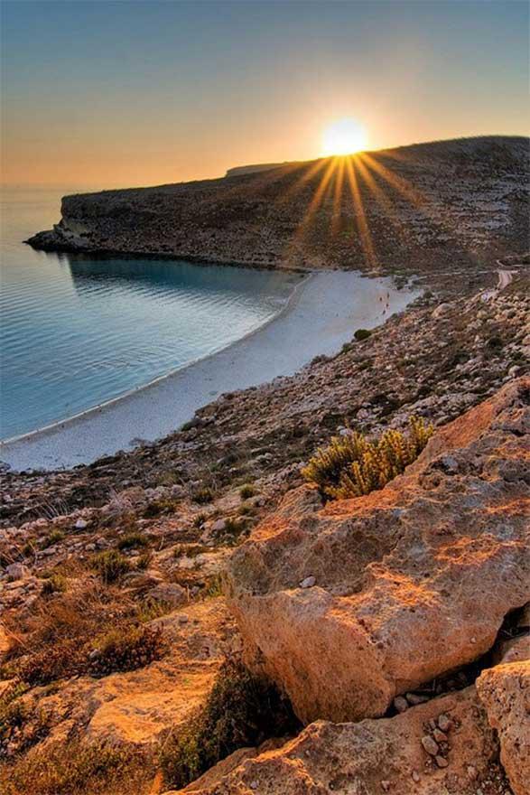 spiaggia isola lampedusa