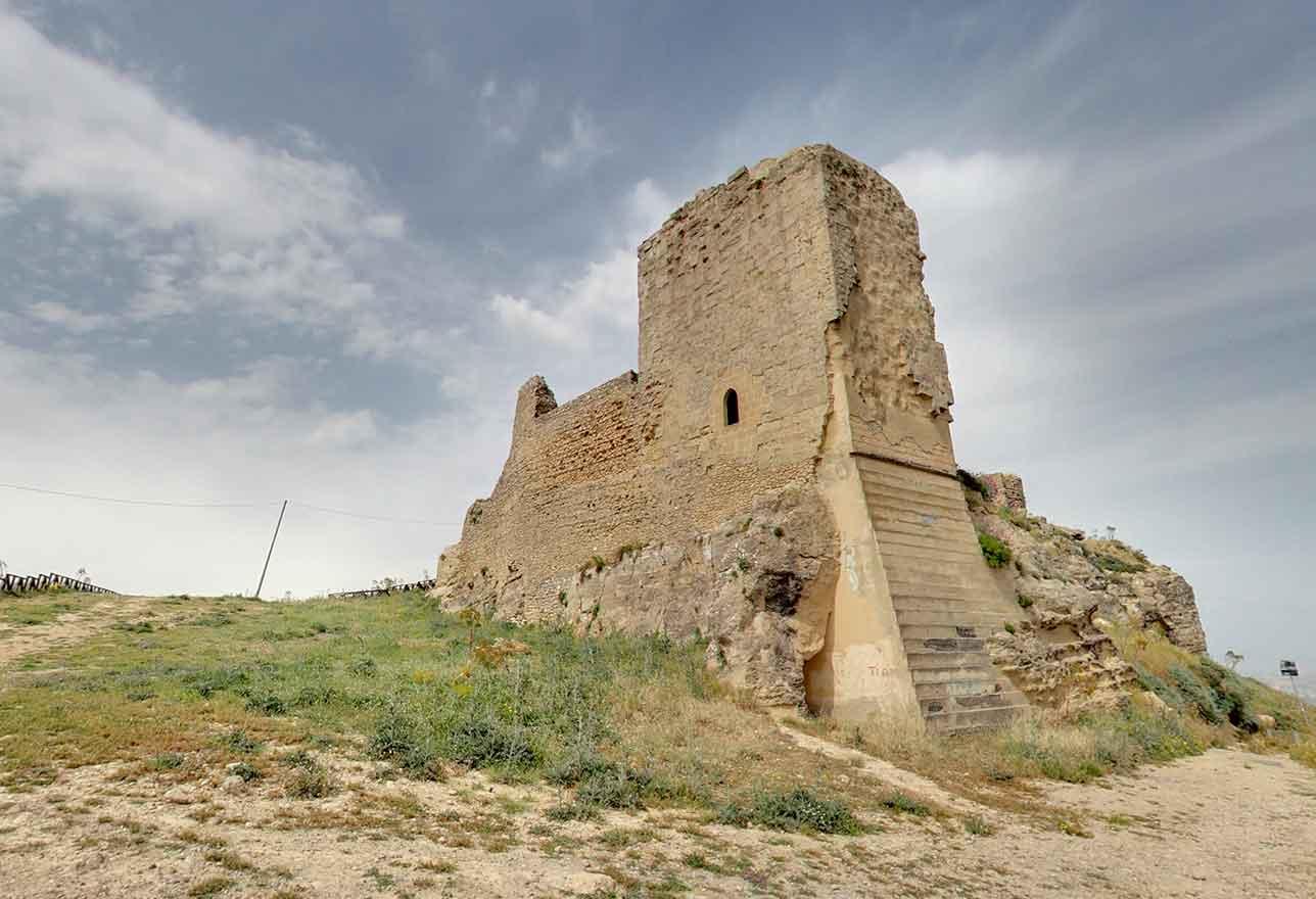 resti del castelli di agira