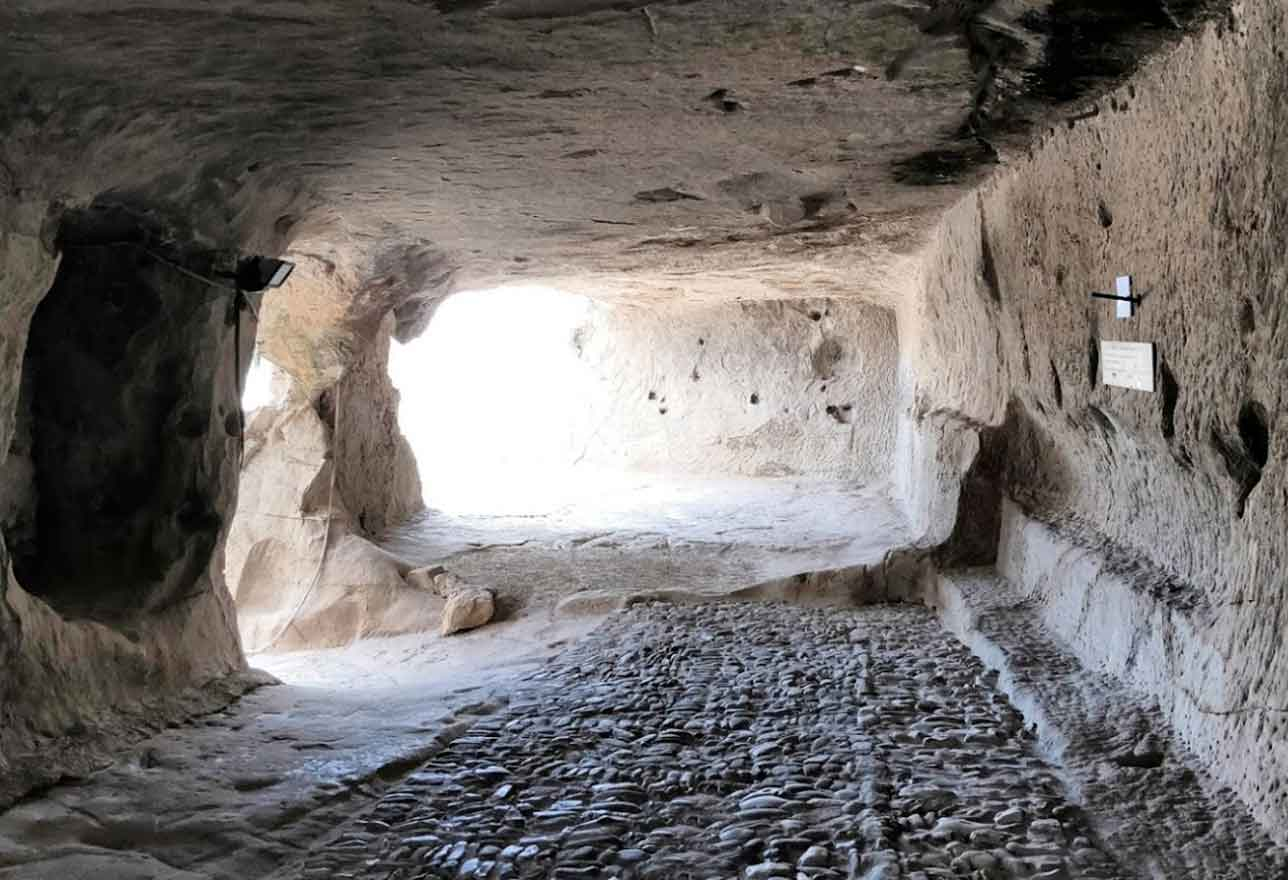 Grotte a Sperlinga