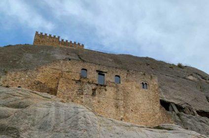castello e borgo rupestre sperlinga