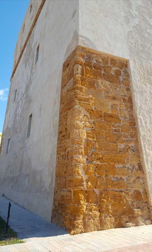 monumento Torre Carlo V a Porto Empedocle