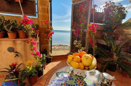 Terrazzo Casa Alba marina-Colazione fronte mare