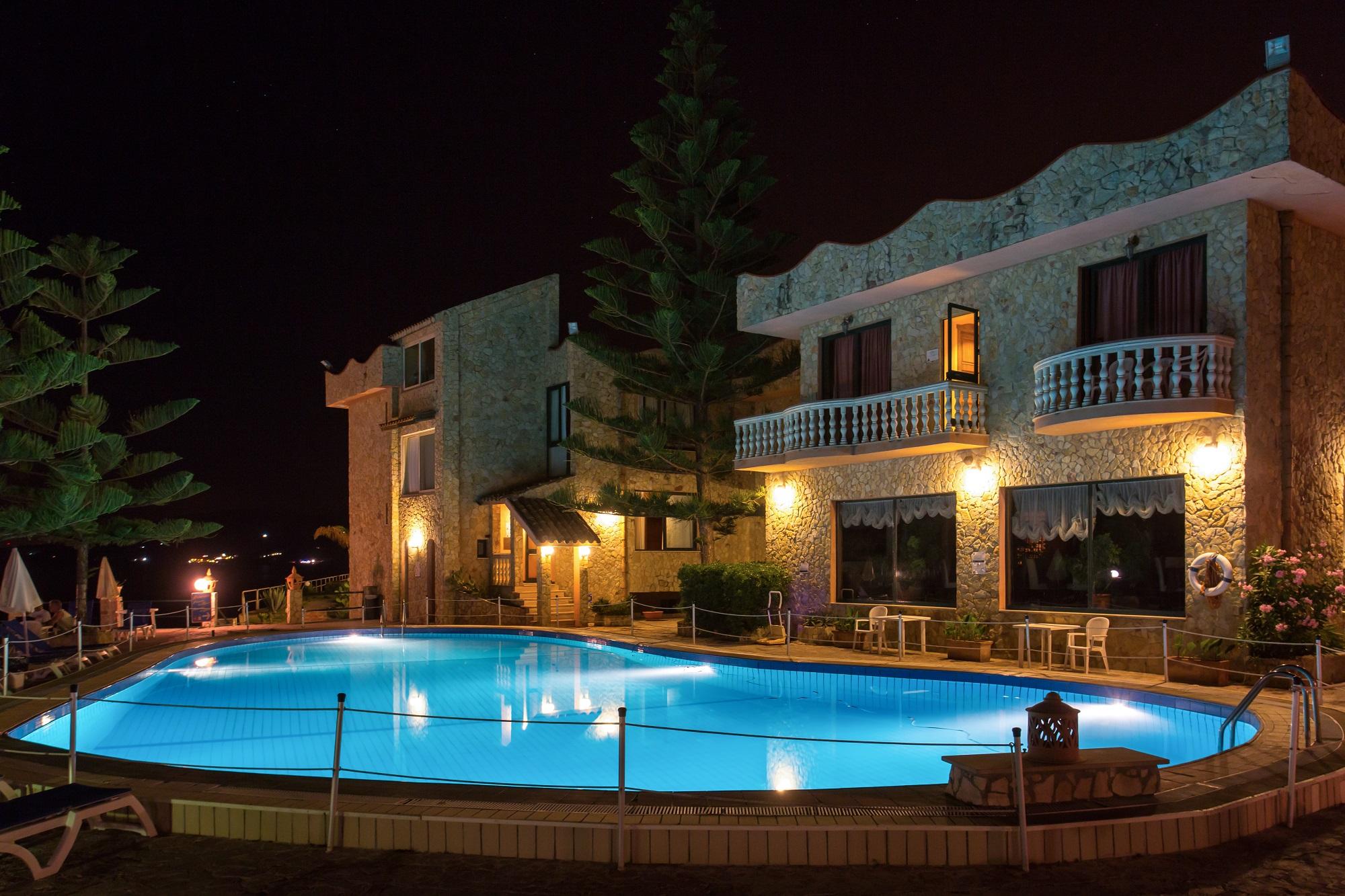 Veduta Hotel con Piscina