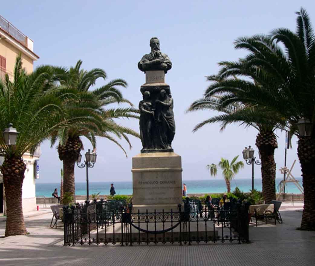 Statua Francesco Durante letojanni
